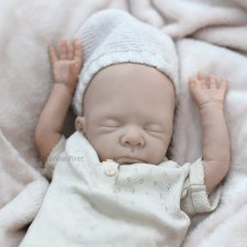 Молд недоношенной малышки Maïa скульптора Severine Piret