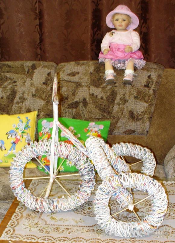 Бумагу пустим в дело. Велосипед для кукол своими руками!