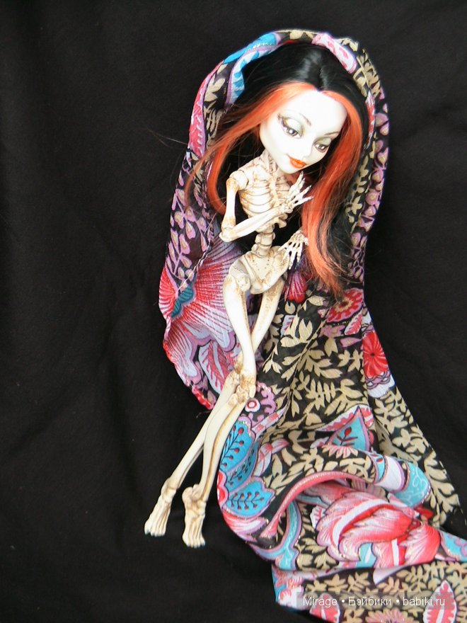 Поиграем в монстриков, или мой первый опыт росписи куклы Monster High