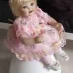 """Крошечка"""" Королева Елизавета бутон розы"""" от Мари Осмонд."""