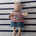 Девочка для кукольного домика