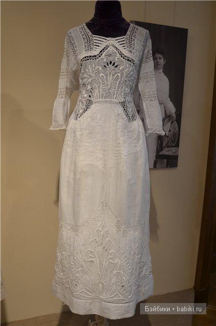 Белое батистовое платье