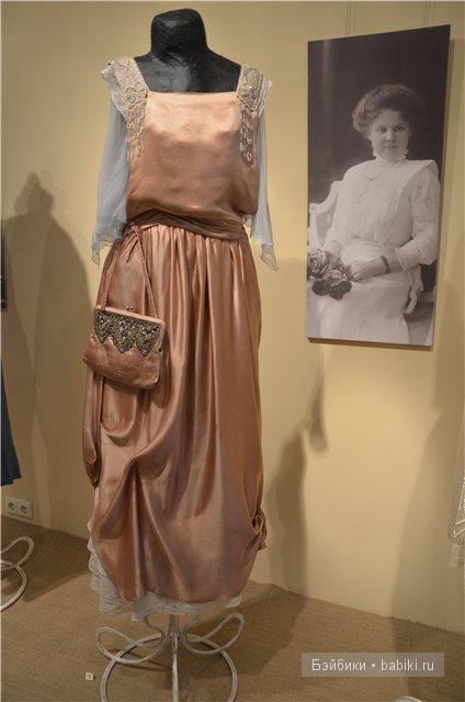 Розовое бальное платье