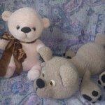 Мягкие вязаные медведики