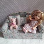 Милый диванчик для куколок
