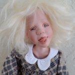 Гутаперчивая блондиночка Trixie от Sandy McAslan с креслом .