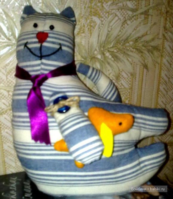 кот Тильда с золотой рыбкой