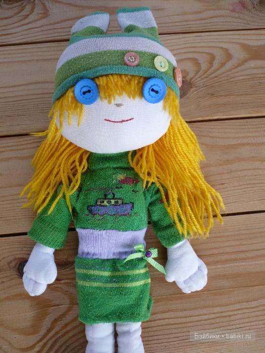 Тряпичная кукла. одежда из носков.