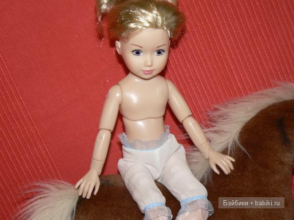 Фея сшила Красавице шифоновые панталончики с рюшечками.