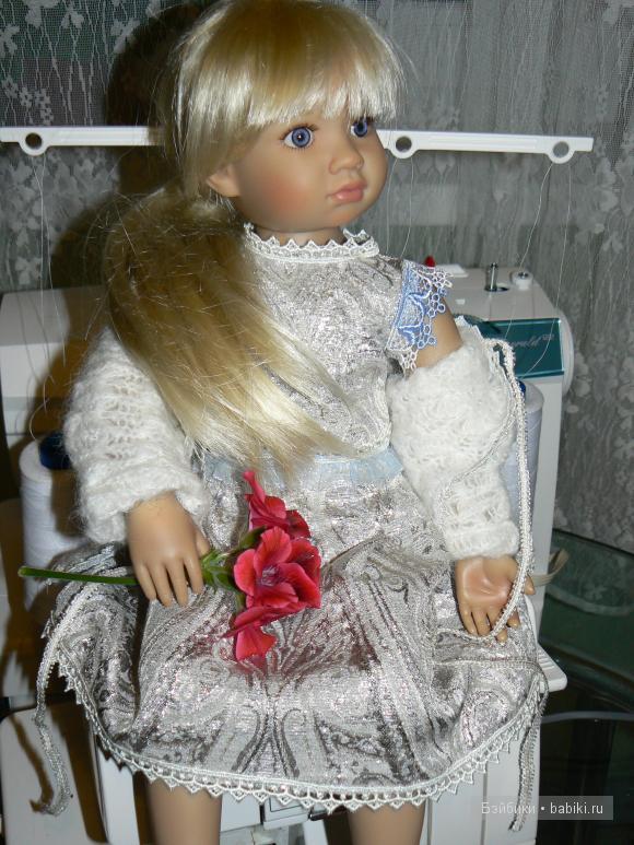 Платье из парчи, кофточка из вязаной ткани, шапочка и сумочка для Марты.