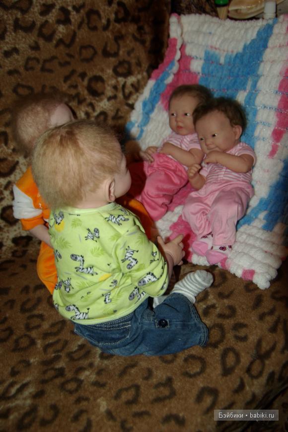 Сестренки-Варя и Даша и Кира и Никита
