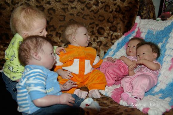 Сестренки-Варя и Даша и Кира и Никита и Денис