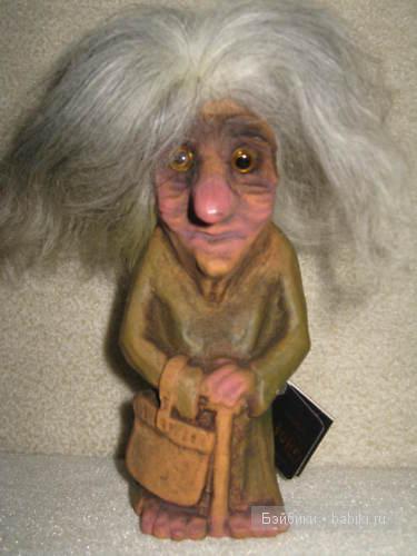 тролль-старушка  с сумкой