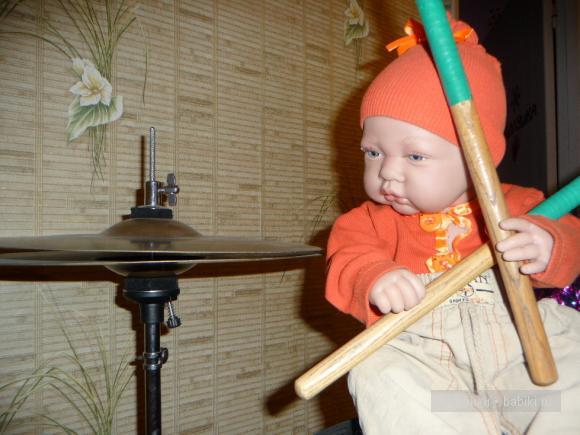 малышам так нравятся мамины барабаны!