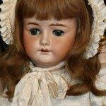 Очаровательная характерная кукла от Bahr & Pröschild for  Adolf Wislizenus на антик креслице