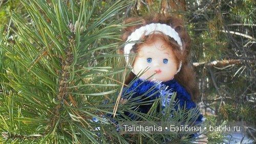 кукла Оленька, прогулка в лесу