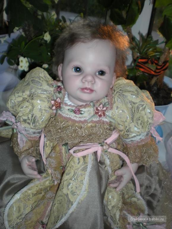 Кукла выполнена из молда Думплин Донны Руберт.