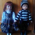 Фарфоровые девочка и мальчик вдвоём.