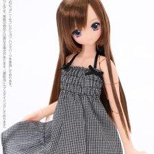 Куколка Sahras a la Mode Lycee с каштановыми волосами.