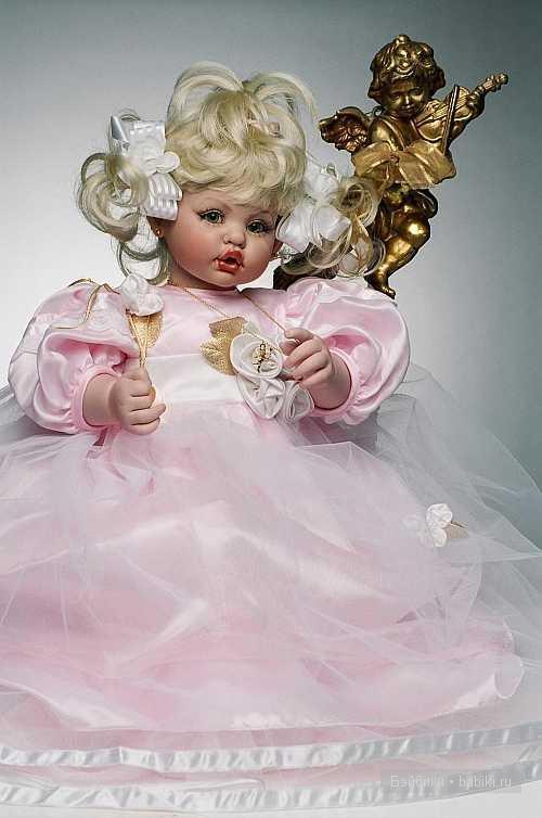 виниловая кукла от Файзах Спанос, Fayzah Spanos