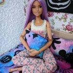 Барби Русалочка на теле йоги
