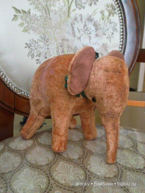 Это еще один не менее очаровательный слоненок