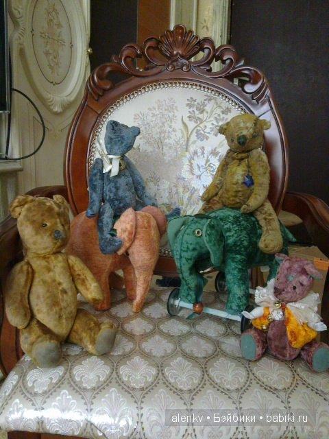 Самый левый мишка не является авторским, это русский мишка начала 50-х. Просто очень хорошо смотрится с моими звериками.
