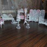 Меиаллическая белая мебель для кукол