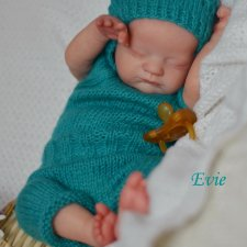 Малыш Evie скульптора Laura Lee Eagles.