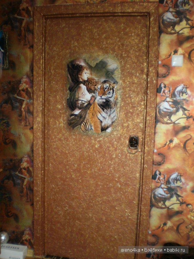 оригинальный декор входной двери