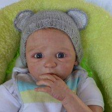 Малыш Moira с больным пальчиком