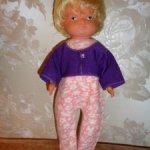 Полностью резиновая куколка ГДР с рисоваными глазками в родной одежде