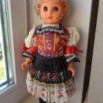 Кукла ГДР в национальном костюме .