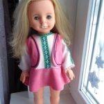 Кукла ГДР в родной одежде и цифрами под волосами