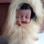 Характерная кукла в родном (эскимос ) девочка с косичками