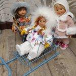 Саночки, санки  для кукол среднего размера типа паола рейна  или вихтелят.