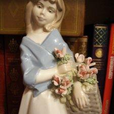 Sale!!! Очень красивая большая статуэтка девушки, глазированный фарфор.