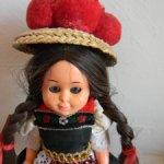 Винтажная куколка в национальной одежде