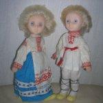 Пара кукол в народных костюмах.