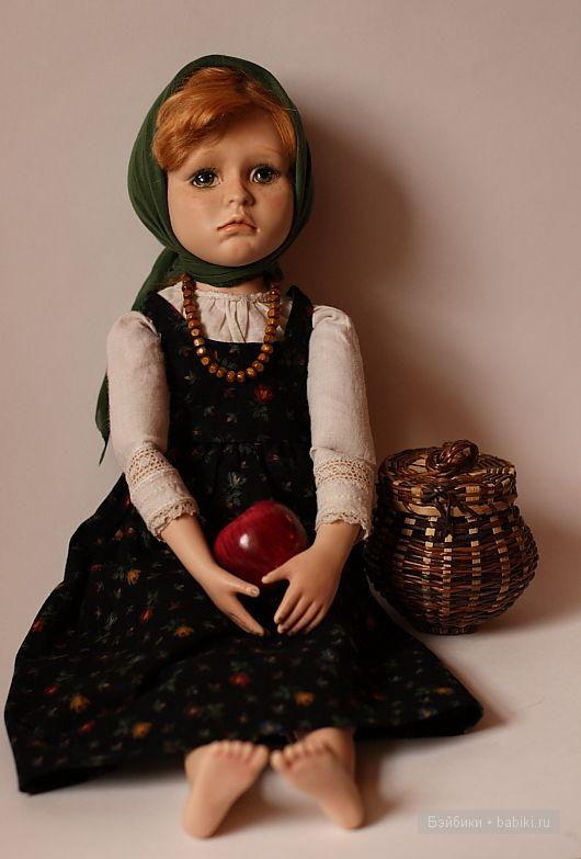 Девочка с яблоком