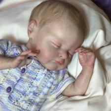 Спящий сладким сном малыш Birdie