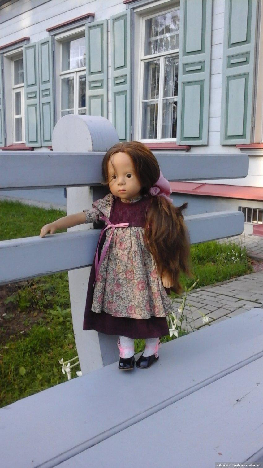 """Фотографировать было не легко  - экскурсионные группы  """"залипали"""" надолго,  когда куклу ставила ."""