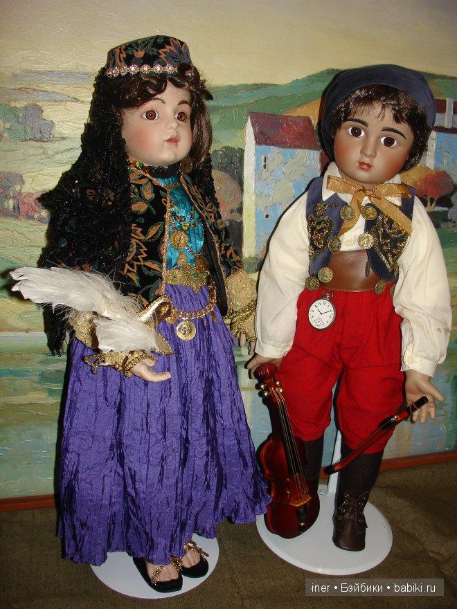 Пара цыганских кукол.