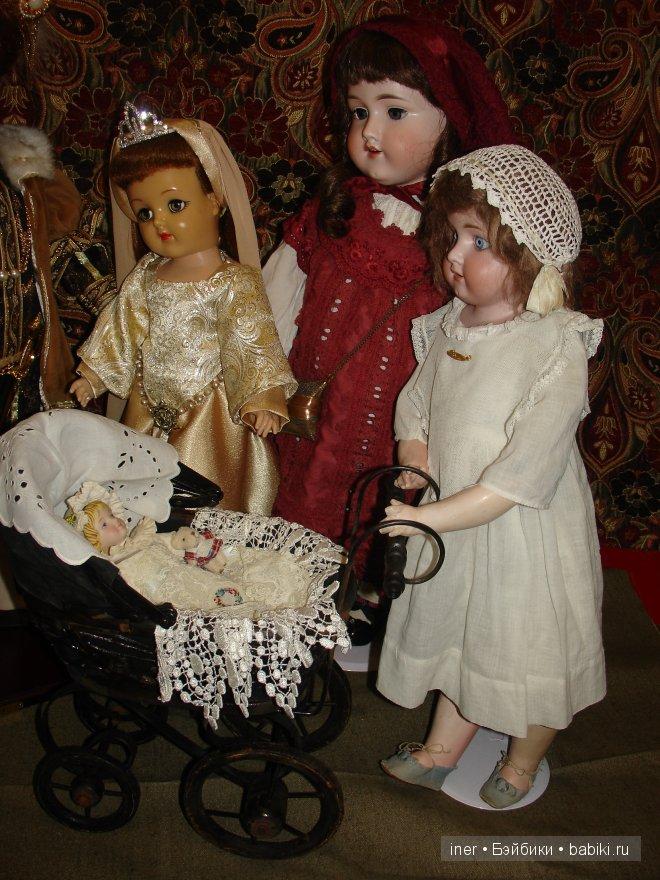 В роли нянек - антикварные куклы от Марсель.