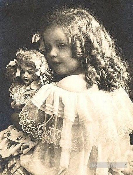 Девочка с шикарными локонами