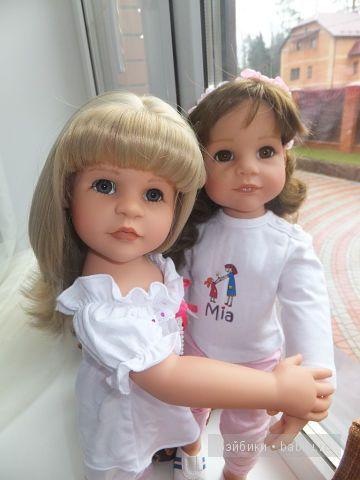 Лера  и Эстель на окне, 2