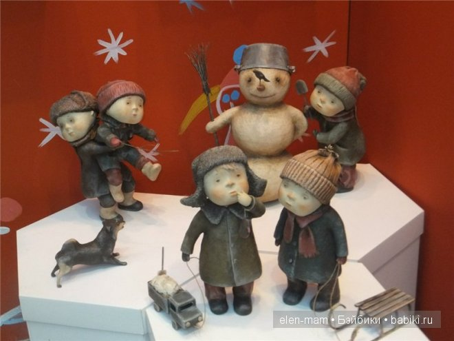 дети во дворе, снеговик