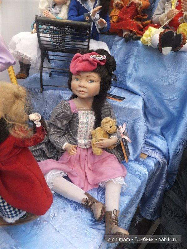 куколка с мишкой, брюнетка