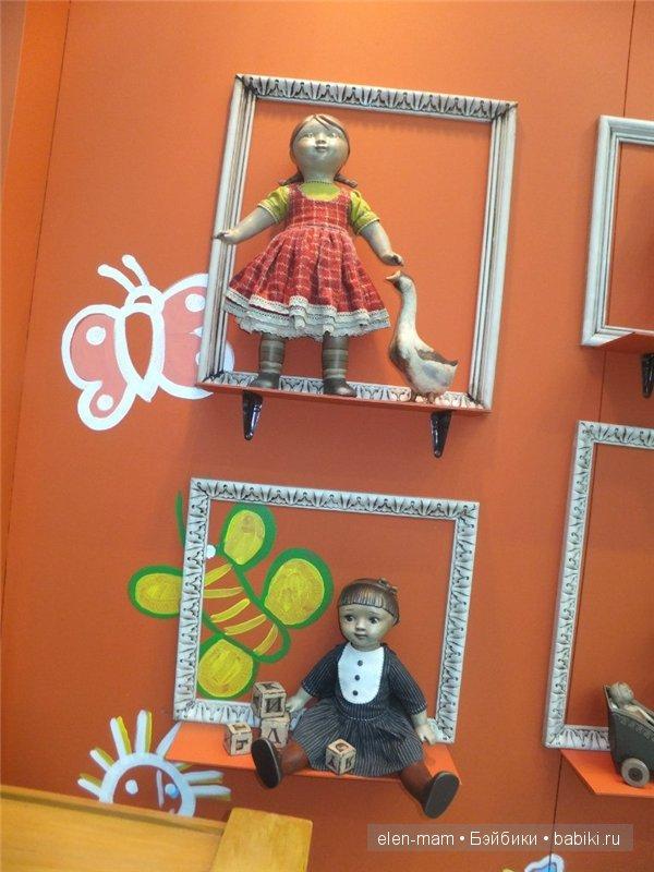 куклы в раме