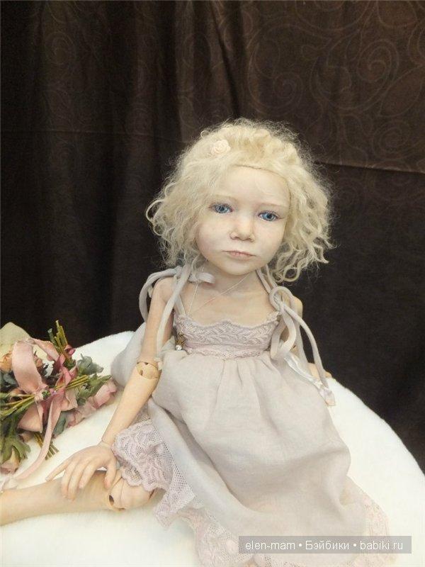 девочка-шарнирка, бледная